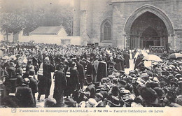 EVENEMENT Event - FUNERAILLES Monseigneur DADOLLE (27/05/1911) Faculté Catholique De LYON (69) - CPA - Begrafenis
