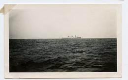 Snapshot Rare Superbe 30s LE NORMANDIE Paquebot Mer Ocean Bateau Boat Croisière Voile Horizon Mer Ocean - Bateaux