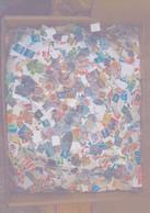 IMPORTANT LOT De TIMBRES , Petits Formats DECOLLES De Différents PAYS ETRANGERS . 1 Carton De 4,5 KGS Provenant Des Miss - Lots & Kiloware (mixtures) - Min. 1000 Stamps