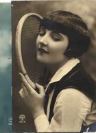 Portrait Jeune Femme Raquette De Tennis RV - Women