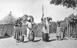 ¤¤   -  REPUBLIQUE CENTRE AFRICAINE  -  BANGUI  -  Pileuse De Mil Au Village    -  Afrique Noire   -   ¤¤ - Central African Republic