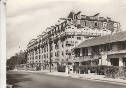 60 - CHANTILLY - Le Square Des Aigles - Chantilly