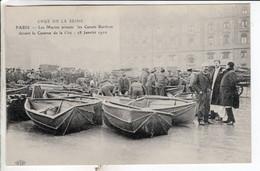 Cpa Paris - Crue De La Seine - Les Marins Arment Les Canots Berthon Devant Les Caser - De Overstroming Van 1910