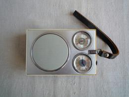 Radio Réveil Signal 601 USSR URSS PO-GO LW-MW. Années 70. Poignet Cuir. - Apparecchi