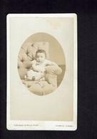 Photographie Origine Studio: - F. GIROUD - Valence -1884 - Bambin Assis Dans Un Faueuil Blanc. - Pin-ups