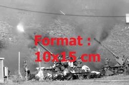 Reproduction Photographie Ancienne De Canons De L'armée Suisse Tirant à Gluringen En 1979 - Riproduzioni