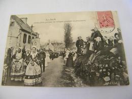 CPA - Le Juch (29) - Jeunes Filles Portant Les Reliques Pendant La Procession - 1905 - SUP - (EO 85) - Altri Comuni