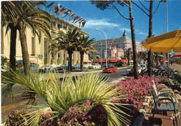 CANNES - La Croisette, Le Palais Du Festival Et Le Carlton - Cannes