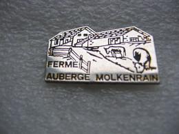 Pin's De La Ferme-Auberge Du MOLKENRAIN Sur La Route Des Crêtes, Sur Le Ban De La Commune De WATTWILLER. Vaches - Andere