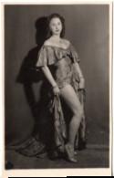 Photo C.1930 Danse Danseuse Artiste  Jeune Femme Fille Lituanie ? Pin Up - Pin-ups