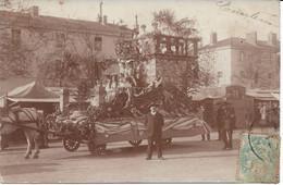 CPA - France - (85) Vendée - La Roche-Sur-Yon - Carte Photo - Char Fleuri Place Napoléon - La Roche Sur Yon