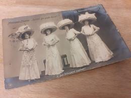 DIE DESMOND SCHUELERINNEN - METROPOL THEATER - HALLOH ! DIE GROSSE REVUE - DAMEN - HUT MODE - BERLIN - 1909 - NPG - Theatre