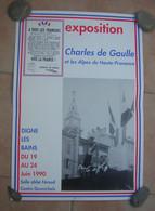 1V2 Jp  Affiche Charles De Gaulle Et Les Alpes De Hautes Provence Exposition 1990 à Digne Les Bains - Posters
