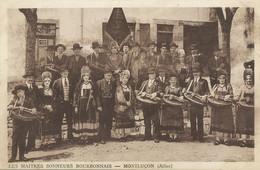 Les Maitres Sonneurs Bourbonnais Montluçon Vielle  Vielleux Leger Pli Visible Au Dos - Music And Musicians
