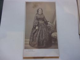 GENEALOGIE /  NOBLESSE  / PHOTO CDV  PAR LEGROS PARIS  MME DE MONTLEVEAU NEE DE SIMONY - Ancianas (antes De 1900)
