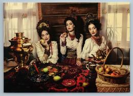 3 RUSSIAN WOMEN Beauty In Folk Dress Drink Tea Samovar Ethnic Folk New Postcard - Sin Clasificación