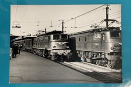 Locomotive SNCF 2D2 5404 - Photo Gare Paris Montparnasse- 1964 - France Ouest Etat Seine 75 Train Loc Loco Départ 5400 - Trains