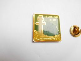 Beau Pin's  , Armée Militaire , Débarquement En Normandie Juin 44 , Arromanches , D-Day , Croix De Lorraine - Militair & Leger