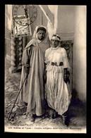SCENES ET TYPES - ALGERIE - COUPLE INDIGENE DANS UNE COUR MAURESQUE - EDITEUR IDEALE PS - Scenes