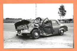 PHOTO RETIRAGE DE L'ANNÉE 1956 - ACCIDENT DE VOITURE RENAULT FRÉGATE - Automobiles