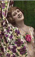 Portrait Jeune Femme Rideau Colliers Bonne Fete   RV - Women