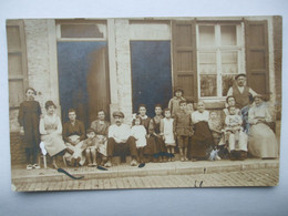 16032021 - 37 ? GROS PLAN EN FAMILLE DEVANT L'HABITATION A LOCALISER - Fotografie