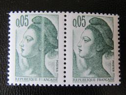France - Timbre YT N°2178 Liberté - Variété Impression Défectueuse (bande Blanche Verticale) Tenant à Normal - Neuf** - Kuriositäten: 1980-89 Ungebraucht
