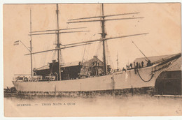 OSTENDE - TROIS MATS A QUAI - Sailing Vessels