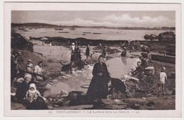 28031 CONCARNEAU Lavoir Sur La Grève -LL 95 Costume Breton - - Concarneau