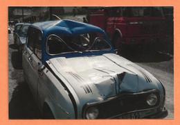 PHOTO ORIGINALE - ACCIDENT DE VOITURE RENAULT 4 BICOLORE 2 COULEURS 2 TONS - R4 R 4 4L - CRASH CAR - Automobili