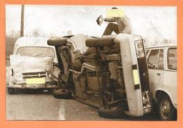 PHOTO ORIGINALE De PRESSE 11 X 16,5 Cm - ACCIDENT DE VOITURE RENAULT 4 FOURGONNETTE + SIMCA 1307 + PEUGEOT 504 BREAK 4L - Auto's