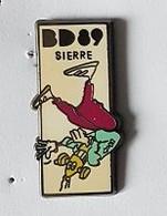 Pin' S  SUISSE, Ville, Salon  De  La  B D  1989  à  SIERRE  Signé  MAXIMILIEN ' S  PINS - Comics