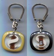 Porte-clefs Suze S Et Bouteille Inclusion Sous Plastique - Key-rings