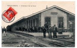 Petit Croix - Interieur De La Gare - Cheval De Trait Au Travail -  CPA°W - Otros Municipios