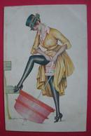 Femme Sexy Avec Bas Et Ombrelle Par Xavier Sager 1917 Petites Femmes De Paris Fantaisies Trichromes Série 44 - Sager, Xavier