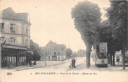 VAL DE MARNE  94  BRY SUR MARNE - PLACE DE LA MAIRIE, ENTREE DU PAYS - COMMERCE - TRAMWAY - Bry Sur Marne