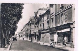 CHINON . Quai Jeanne-d'Arc . 1954 . - Chinon