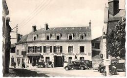 COUR CHEVERNY VUE DE L HOTEL DES 3 MARCHANDS PLACE DE L EGLISE ANIMEE - Other Municipalities