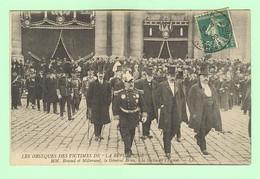 H623 - VERSAILLES - Les Obsèques Des Victimes De La République - Briand, Millerand, Brun à La Sortie De L'Eglise - Versailles