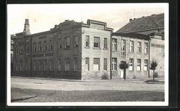 AK Dvur Králové Nad Labem, Strassenpartie Mit Blick Auf Die Kaufmännische Schule - Czech Republic