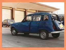 PHOTO ORIGINALE 12,5 X 17,5 Cm - ACCIDENT DE VOITURE RENAULT 4 + PEUGEOT 305 BREAK DE GENDARMERIE - Automobili