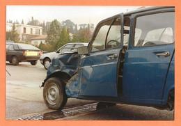 PHOTO ORIGINALE - ACCIDENT DE VOITURE RENAULT 4 DE GENDARMERIE - RENAULT FUEGO - R4 R 4 4L - Automobili