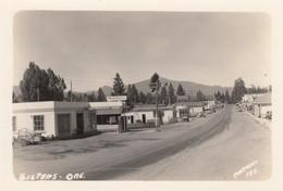 Sisters Oregon, Main Street Scene, Mobil Gas Station Cafe Hotel Autos C1940s Vintage Real Photo Postcard - Otros