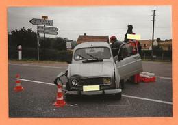 PHOTO ORIGINALE - ACCIDENT DE VOITURE RENAULT 4L R4 R 4 - CRASH CAR - Automobili