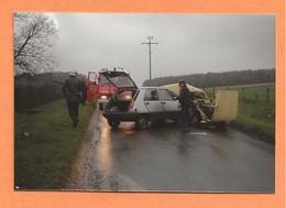 PHOTO ORIGINALE 1991 - ACCIDENT DE VOITURE RENAULT 5 CONTRE RENAULT 4L R4 R 4 - CRASH CAR - Automobili