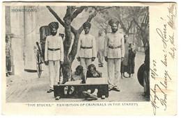 HONGKONG The STOCKS Sikh Soldiers Guarding CRIMINALS In The Street C. 1904 - Cina (Hong Kong)