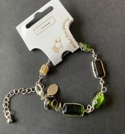 Zilverkleurig Armbandje Met Groene Steentjes - Nieuw - Bracelets