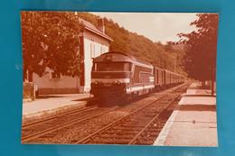 Locomotive SNCF BB 67471- Photo Gare Aubazine Train Vichy Bordeaux - 1980 - France Corrèze 19 Aubazines BB67400 67400 - Trains