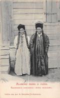 Mongolie - N°73916 - Deux Femmes Devant Une Maison - Carte Avec Un Pli Important, Vendue En L'état - Mongolia