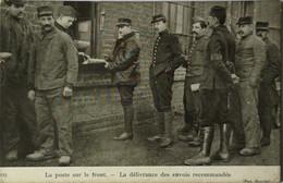 Post Militaire // LA Poste Sur Le Front - La Deliverance Des Envois Recommandes 19?? - Correos & Carteros